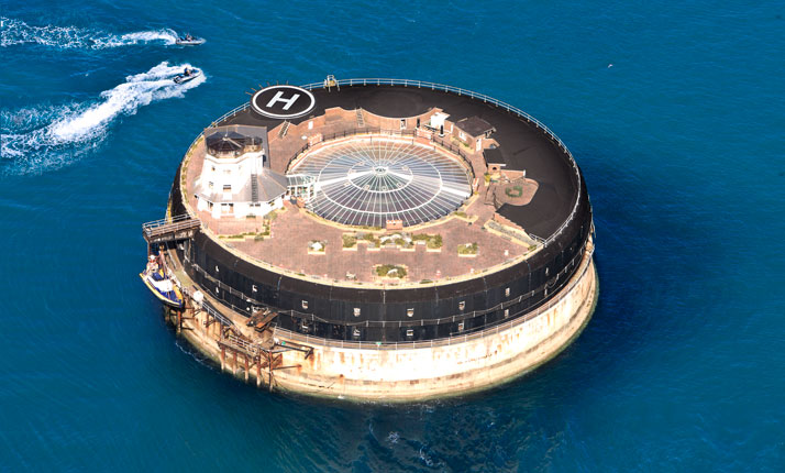 A-Victorian-Coast-Defense-Fort-Is-Transformed-Into-A-Luxury-Hotel-Spitbank-Fort-yatzer-3