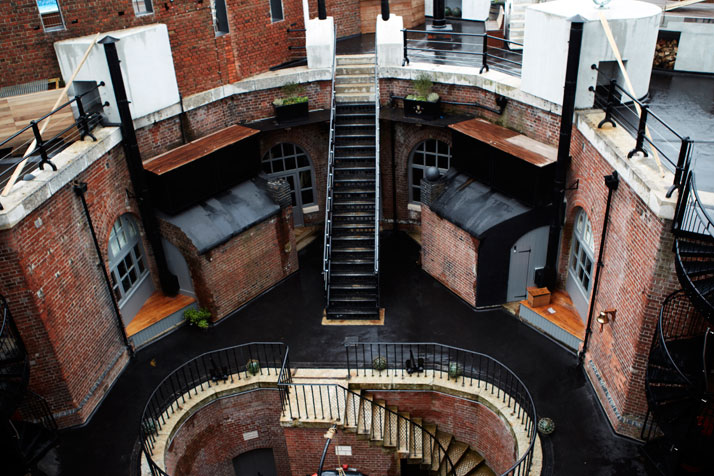 A-Victorian-Coast-Defense-Fort-Is-Transformed-Into-A-Luxury-Hotel-Spitbank-Fort-yatzer-5