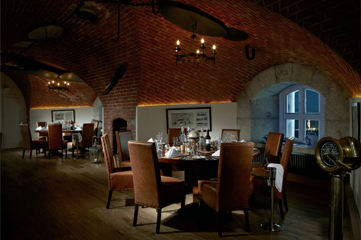 A-Victorian-Coast-Defense-Fort-Is-Transformed-Into-A-Luxury-Hotel-Spitbank-Fort-yatzer-8