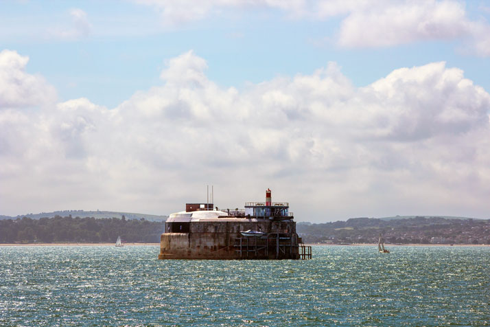 A-Victorian-Coast-Defense-Fort-Is-Transformed-Into-A-Luxury-Hotel-Spitbank-Fort-yatzer-13