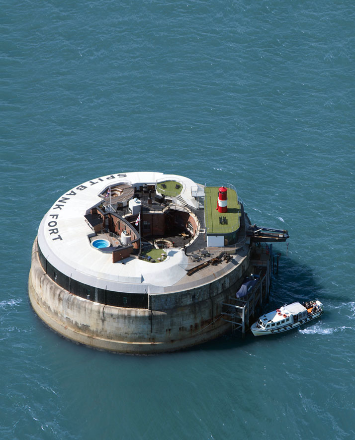 A-Victorian-Coast-Defense-Fort-Is-Transformed-Into-A-Luxury-Hotel-Spitbank-Fort-yatzer-14