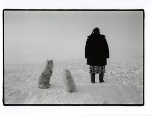 Людмила, оленевод, ожидает возвращения мужа Егора. Новорыбное тундра, примерно в 80 километрах от поселка с одноименным названием
