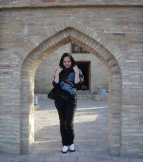 Юная победительница Вика в старом городе, автор многих фото к этому посту