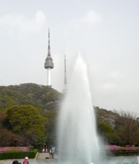 Фонтан, вид на башню N-Seoul