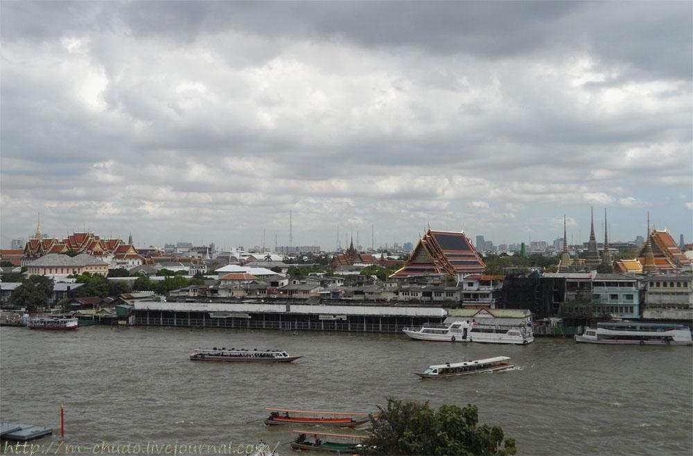 Ват Арун. Вид на Бангкок.