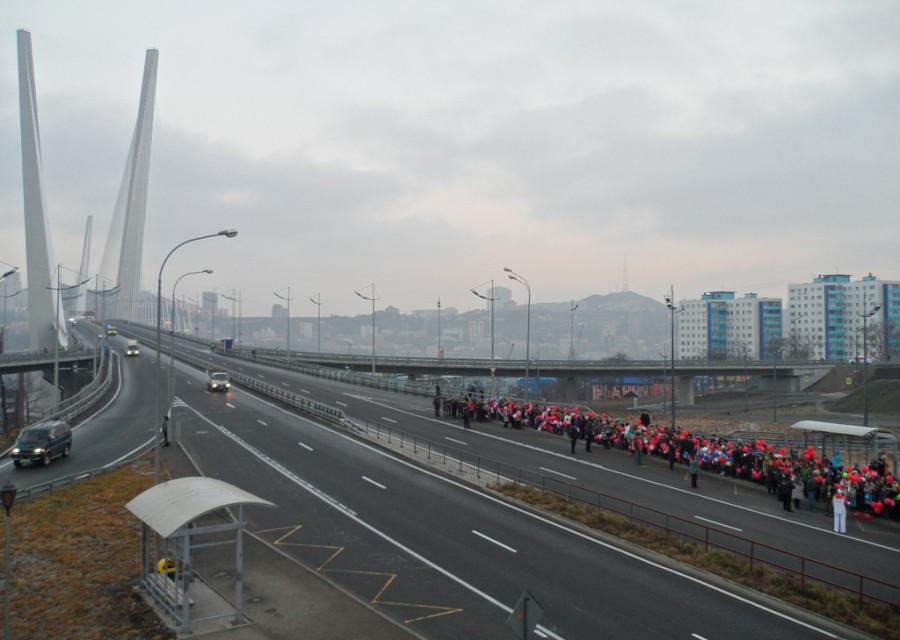 В ожидании олимпийского огня у Золотого моста