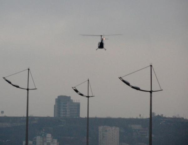 Вертолет и фонари