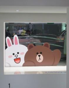 Медвежонок и Зайка в витринах Мёдона
