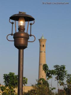Минарет и лампа