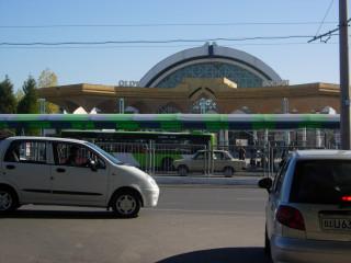 Алайский базар, большой базар недалеко от центра современного города