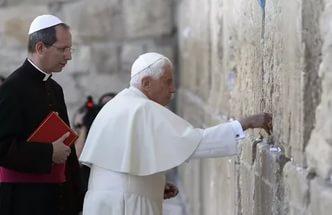 Папа Римский.jpg