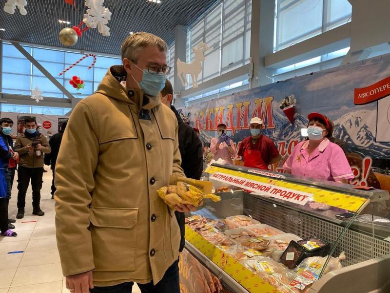 Губернатор Камчатского края Владимир Солодов  на ярмарке