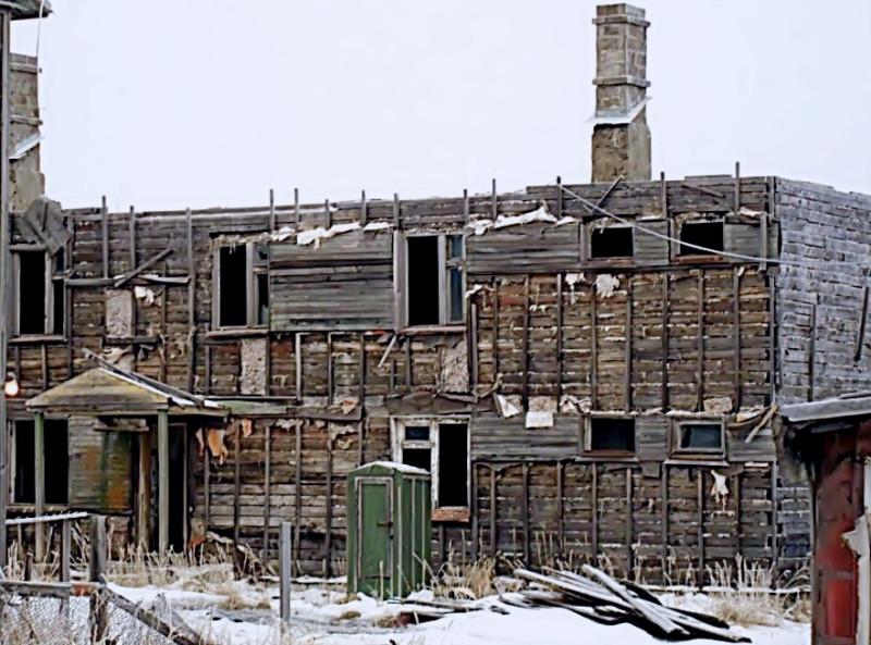 Камчатка Пахачи ул. Кооперативная руины дома.