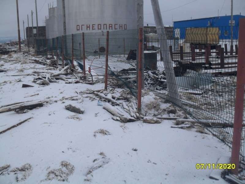 Камчатка Пахачи разрушенная штормом ограда ДЭС Корякэнего