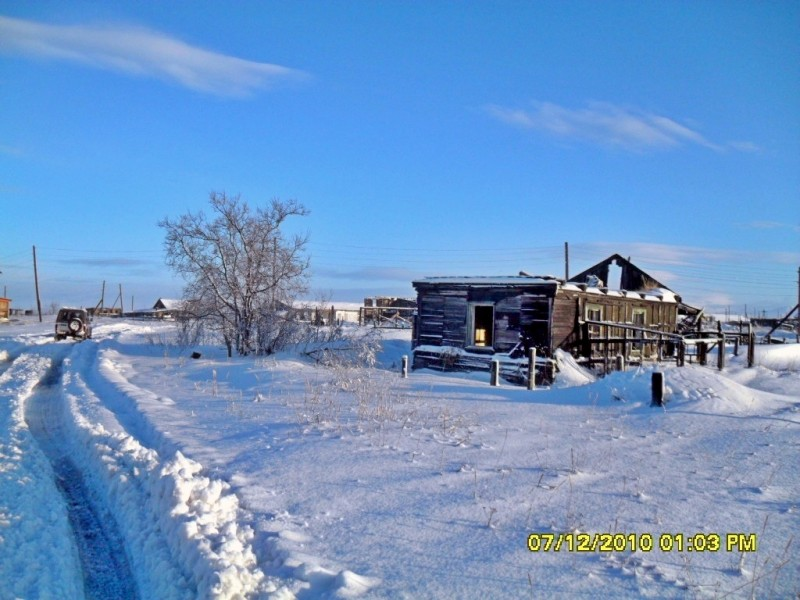 Камчатка Пахачи снег дерево руины дома Ленд Круизер Прадо