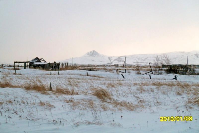 Пахачи Камчатка гора Тайкельнын снег трава деревья
