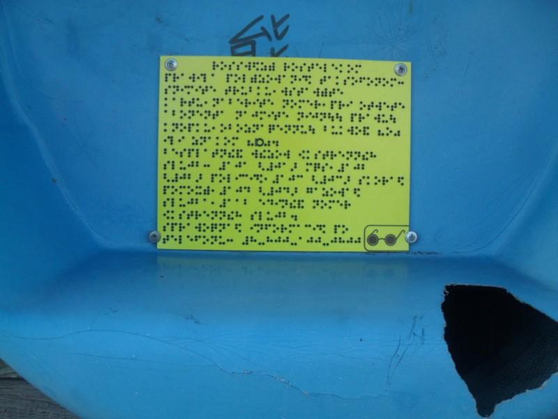 Камчатка село Пахачи табличка со шрифтом Брайля