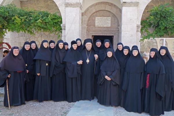 Сёстры с владыкой Афанасием.