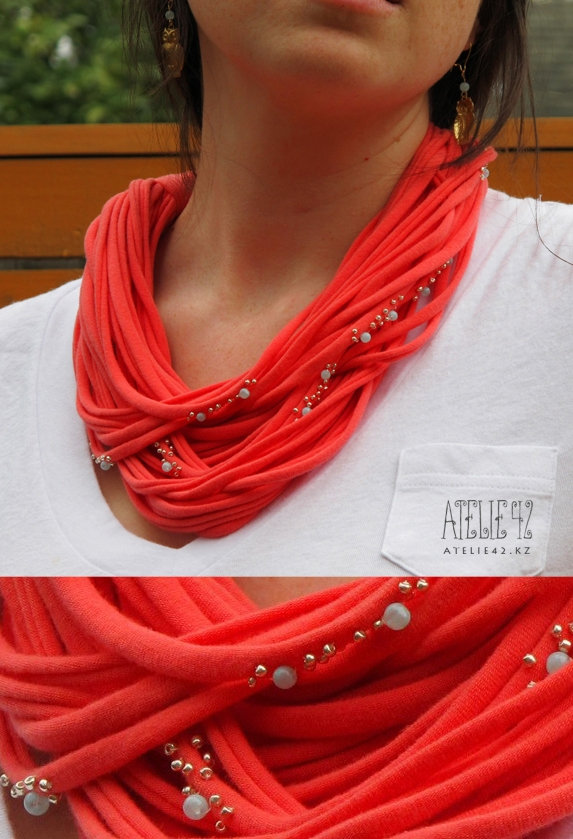 This scarf adds warmth and style to your game day outfit without the bulk