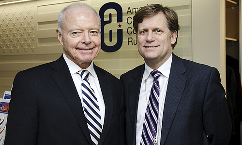 Слева - Энди Сомерс, президент Американской торговой палаты в России