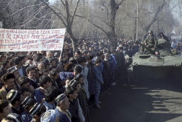 RIAN_archive_699861_Dushanbe_riots,_February_1990