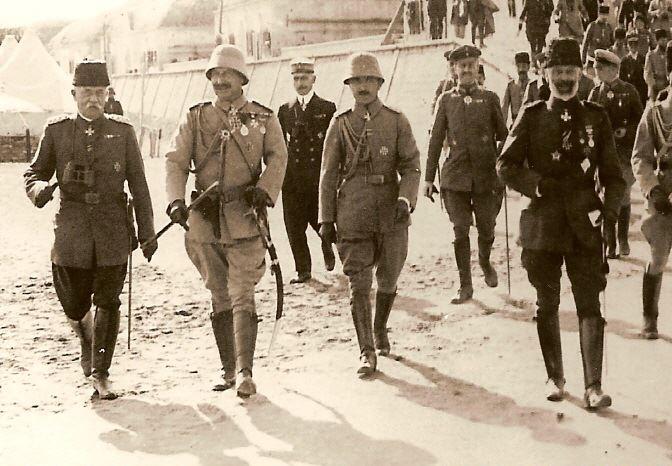 kayser wilhelm gelibolu'da, 1917. soldan sağa esat paşa, kayser, enver paşa ve amiral johannes merten