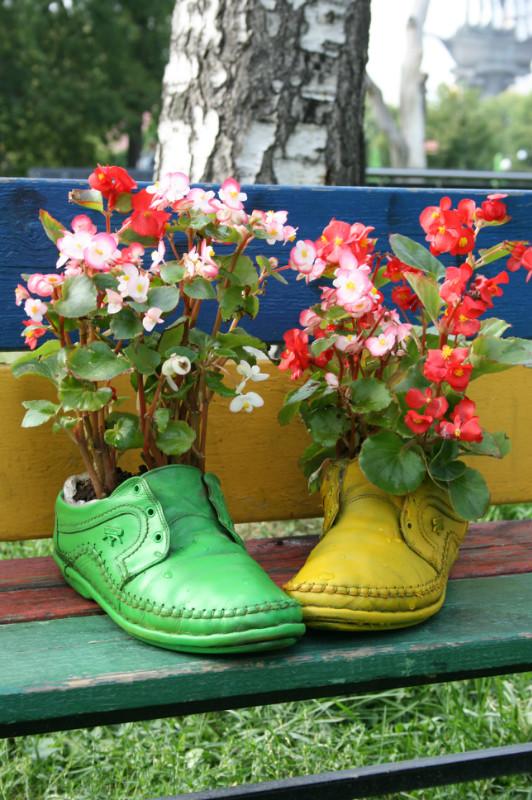"Яркие люди. Инсталляция ""Ботинки с цветами"""