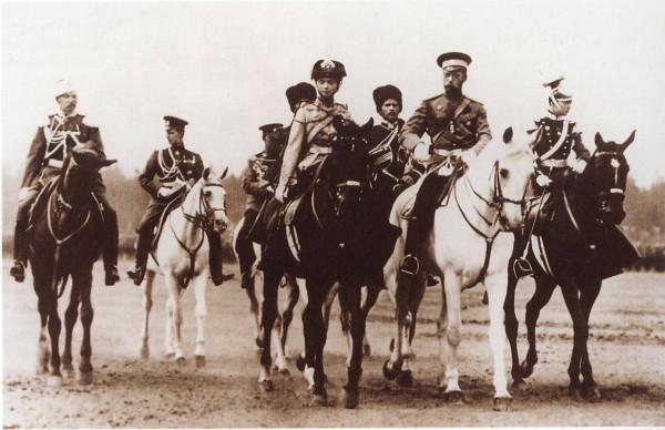 Николай ІІ в форме Павлоградского полка