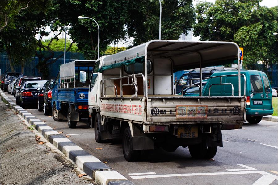 Пыльный грузовик