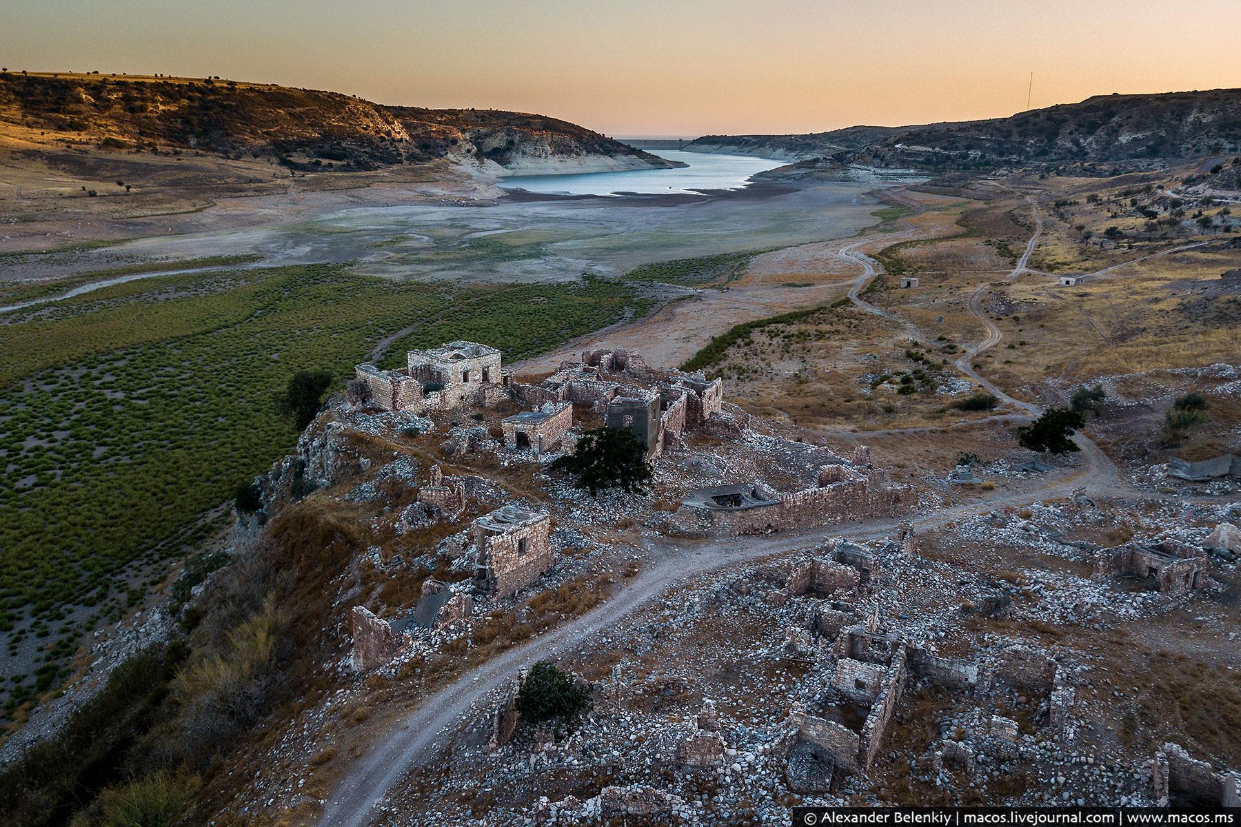 В-общем, все умерли. Заброшенный Кипр без туристов