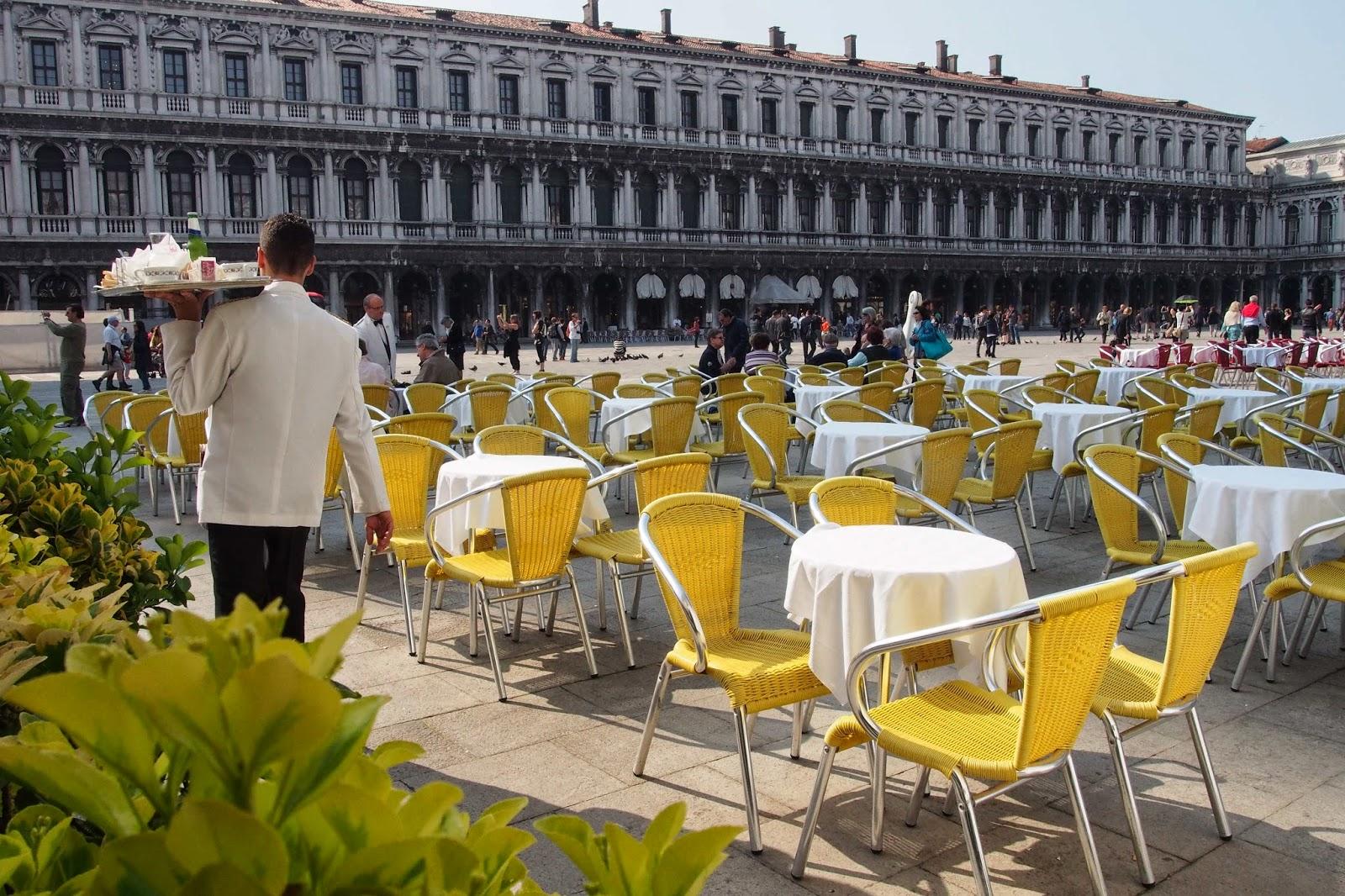 Два кофе и вода - 3300 рублей! Барыги Венеции продолжают доить туристов