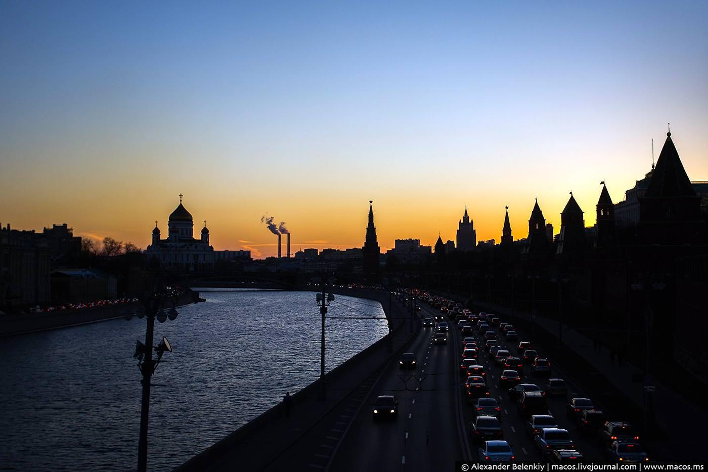 Московские власти снова оттесняют автомобилистов отМосквы-реки!