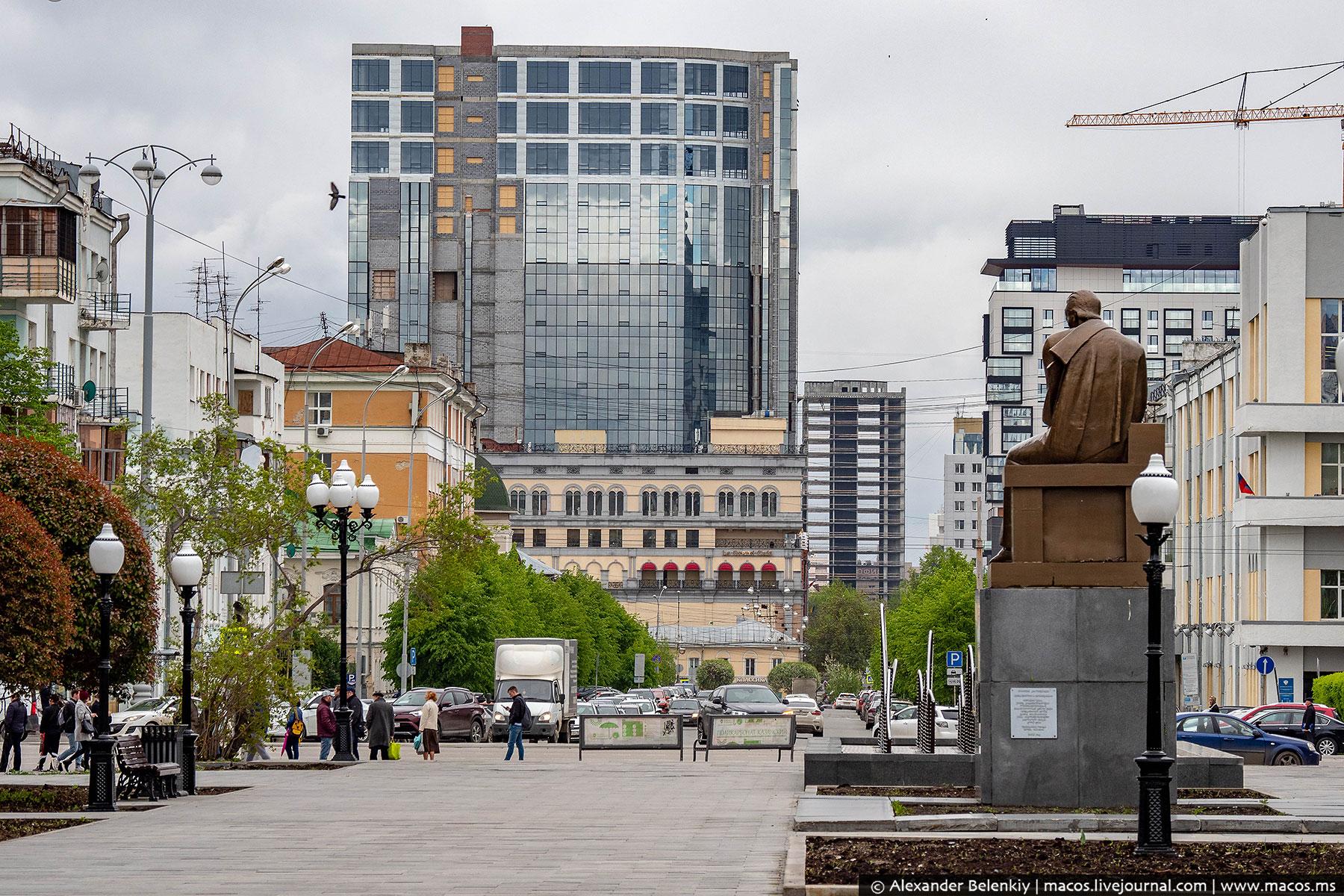 Прогулка по Екатеринбургу: от Драмы до Храма