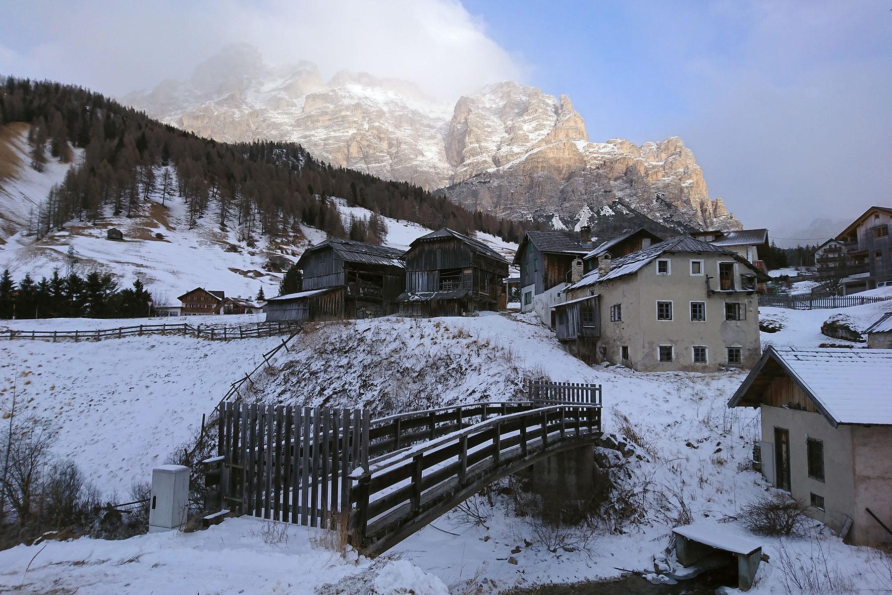 Кому открытку из самых красивых гор Европы?