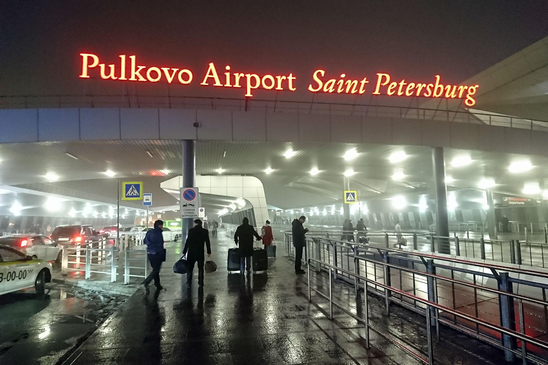 """""""Мигалка"""" для блогера: конфликт в аэропорту обернулся эскортом"""
