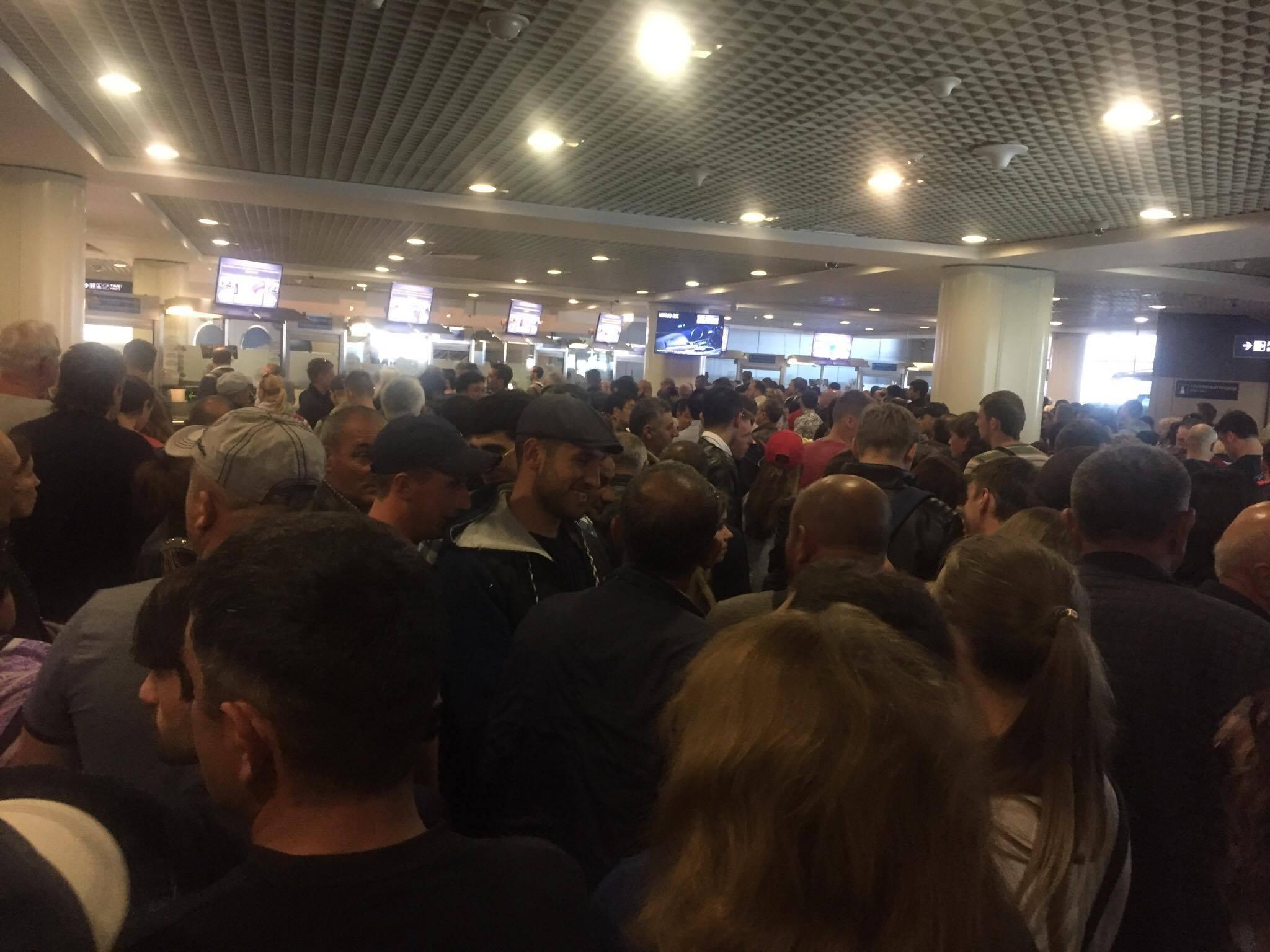 Паспортный коллапс в Домодедово: сколько можно это терпеть?