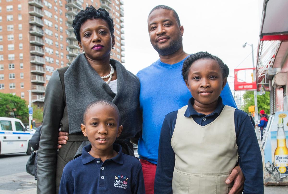Семью с двумя детьми вышвырнули из самолёта из-за праздничного торта