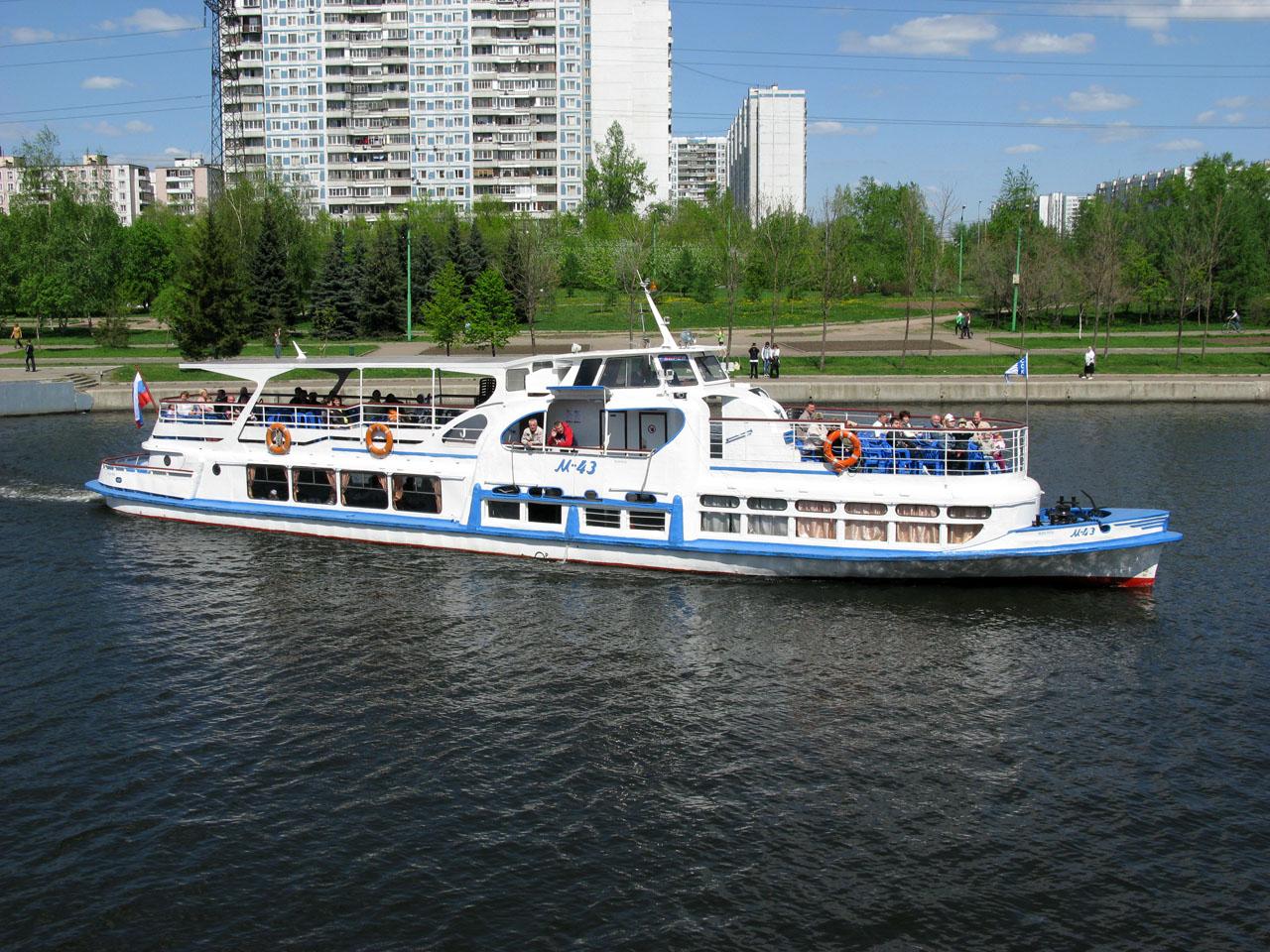 В Москве угнали речной трамвайчик
