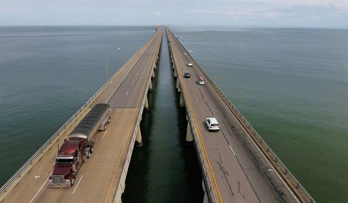 Американский мост-тоннель смотрит на Крымский мост, как на...