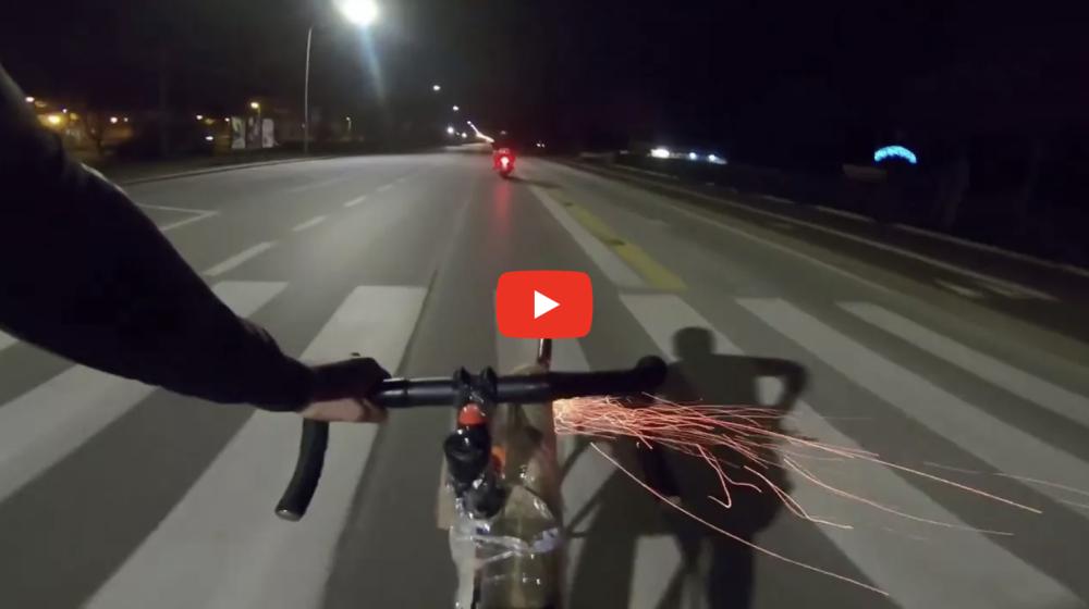 Велосипедист сбил мотоциклиста ракетным залпом. И это не бред!