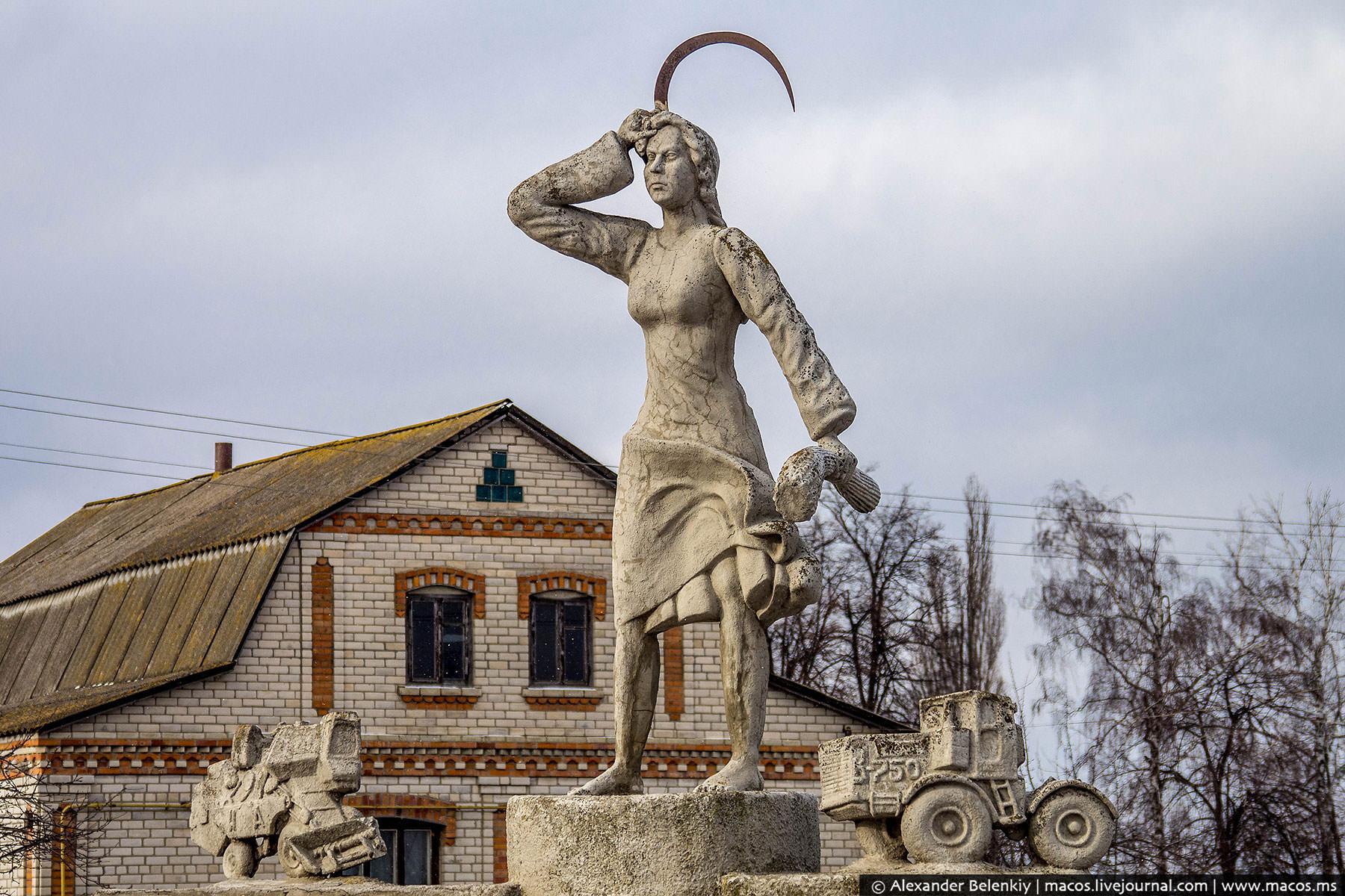 """""""Слава героям"""" или """"героям слава""""? Будни украинской декоммунизации"""