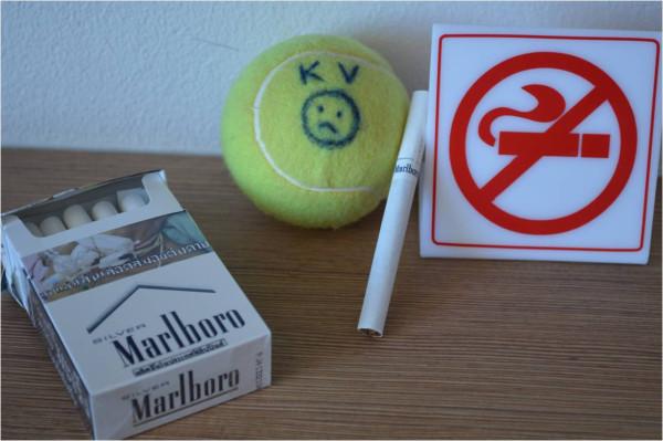 Sad курит