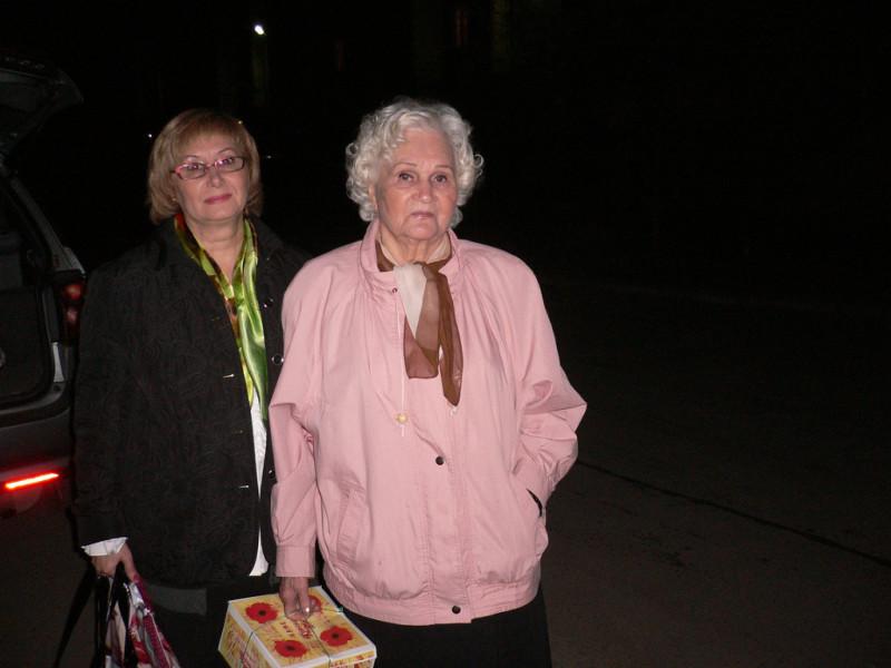 Здесь моей маме 90 ...