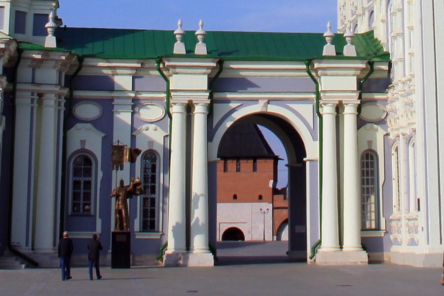 Ворота Успенского собора в Кремле.jpg