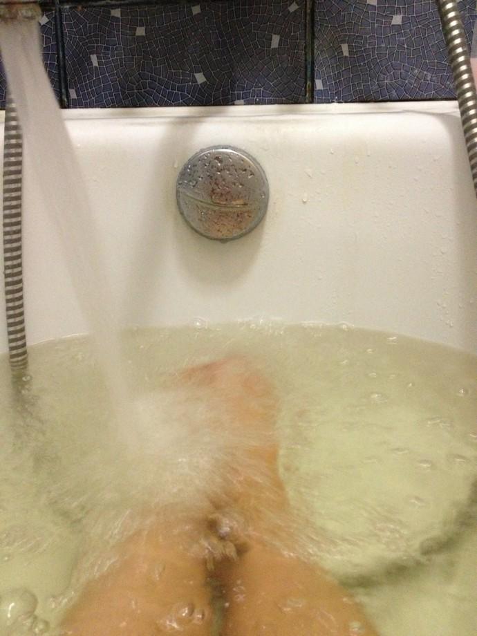 made_inukraine: Телефон в ванной - это никогда хорошим не ...