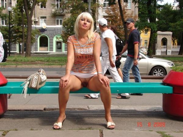 Конченая женщина из Днепропетровска, которая фотографирует свою пилотку в общественных местах!!!+40 kBnrM5tVvaA
