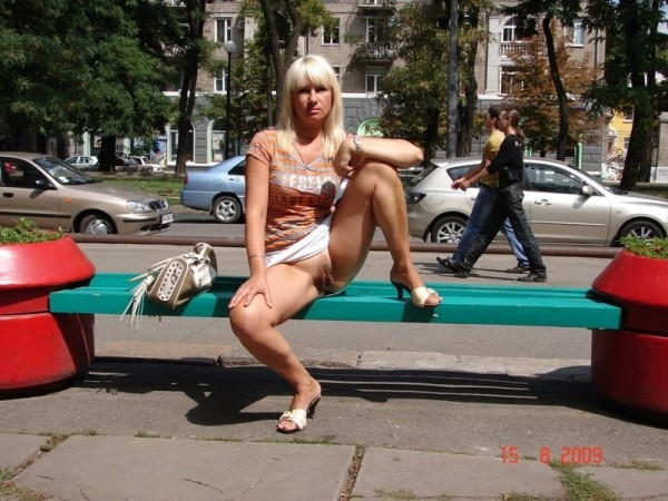 Конченая женщина из Днепропетровска, которая фотографирует свою пилотку в общественных местах!!!+40 tT2CifxOq10
