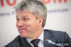 271822_Chas_s_ministrom_v_Obshtestvennoy_palate_RF_Moskva_portret_kolobkov_pavel_250x0_5760.3840.0.0