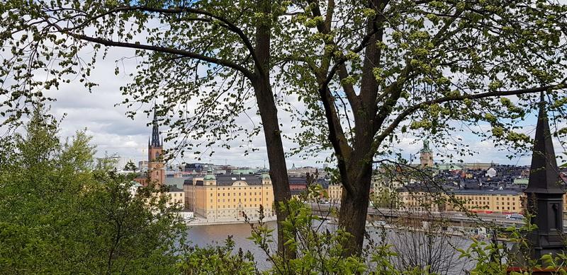 Почему крыши Стокгольма черные