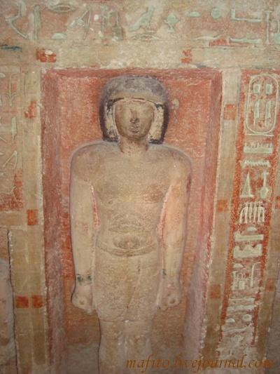 Внутри гробницы, которую нашли летом 2008 г..